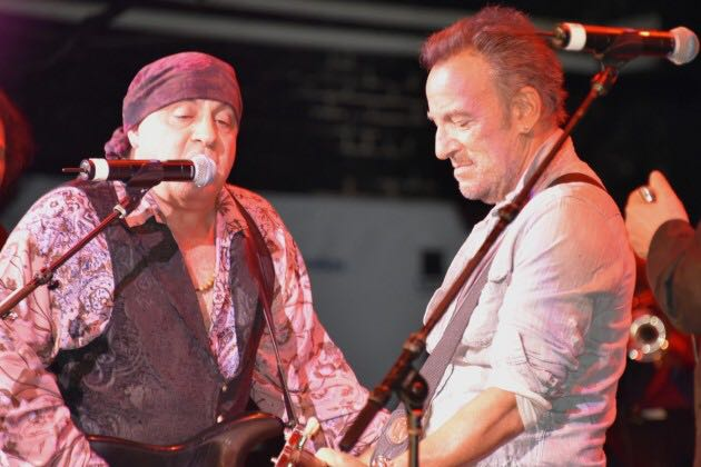 Springsteen on stage alla prima del docufilm JUST BEFORE THE DAWN